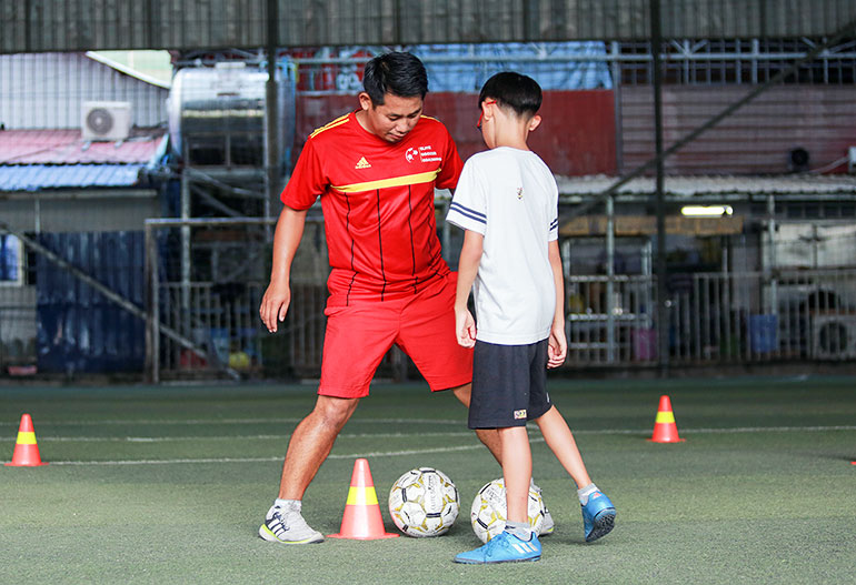 elite-soccer-coaching-cambodia-football-school-one-to-one-page-main