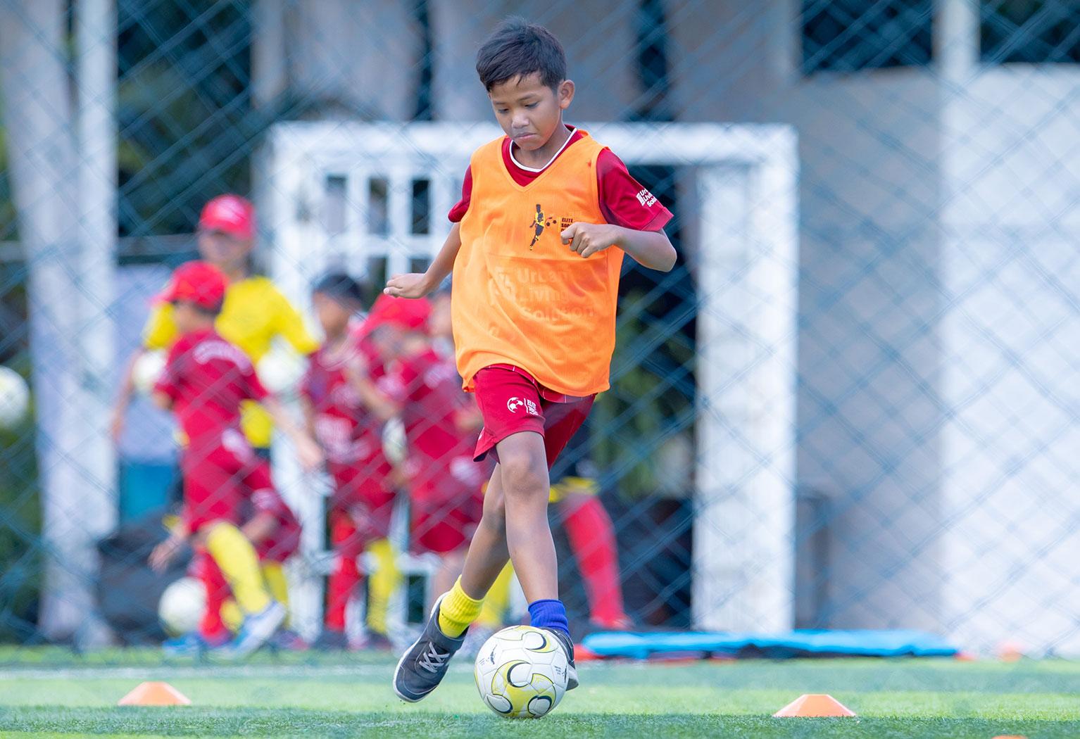 elite-soccer-coaching-football-school-cambodia-8-10