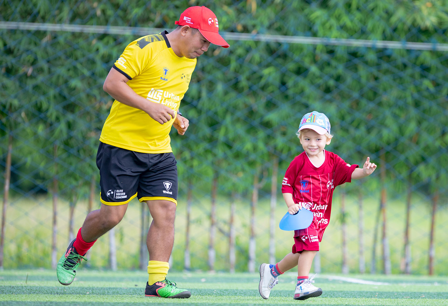 elite-soccer-coaching-football-school-cambodia-mini-kickers-01